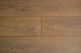 4trade Shire Oak Laminate 1285mm X 192mm X 8mm Clic Locking 2.22m2