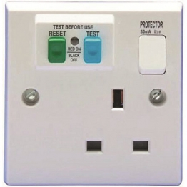 Volex White Moulded 13a 1 Gang Double Pole Switched Socket Outlet With 30ma Rcd Protection
